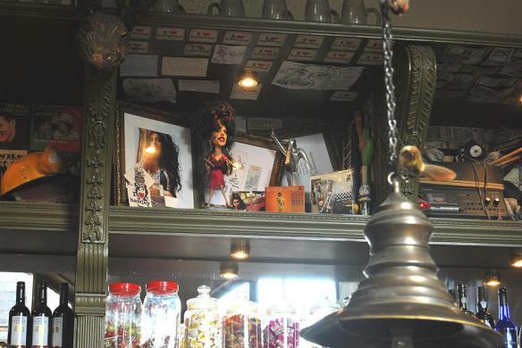 AMY WINEHOSE : Pub altar en Camden -Londres.