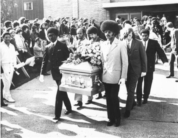 HENDRIX - Página 6 Hendrix_funeral_1970_ap_20100918062036_640_480-cucho-pec3b1aloza
