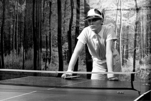 David-Bowie-playing-ping-pong 76