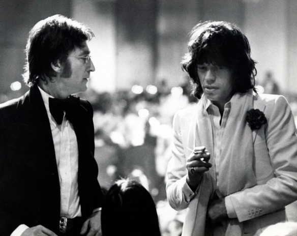 1351265924_john_lennon_and_mick_jagger-900x716